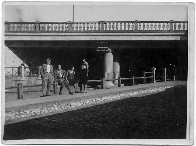 14 sierpnia 1931 W samo poludnie (prawie), wiadukt pod linia nadwislanska od strony poludniowej.