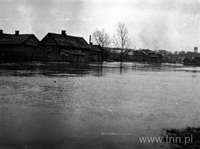 Kanał Ulgi 1947, w tle ave