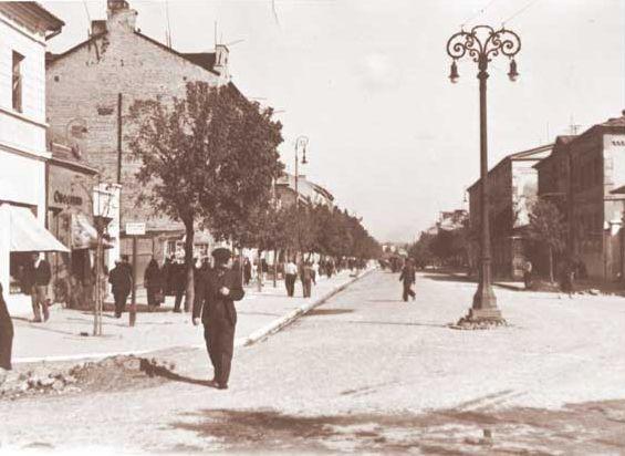 Lata 30-te. Widok na ul.1-go Maja od strony skrzyżowania z ul.Bychawska