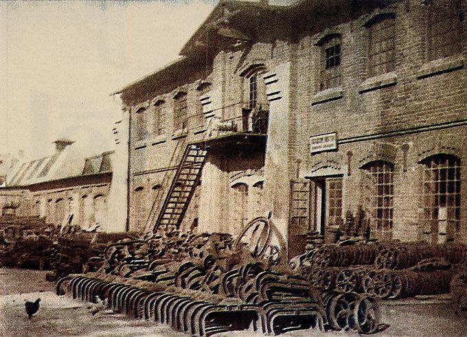 fabryka maszyn rolniczych, która stała w miejscu dzisiejszej Gali