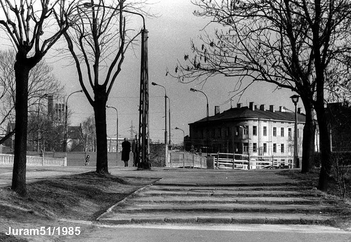 most 1985, kamienica z barem wz